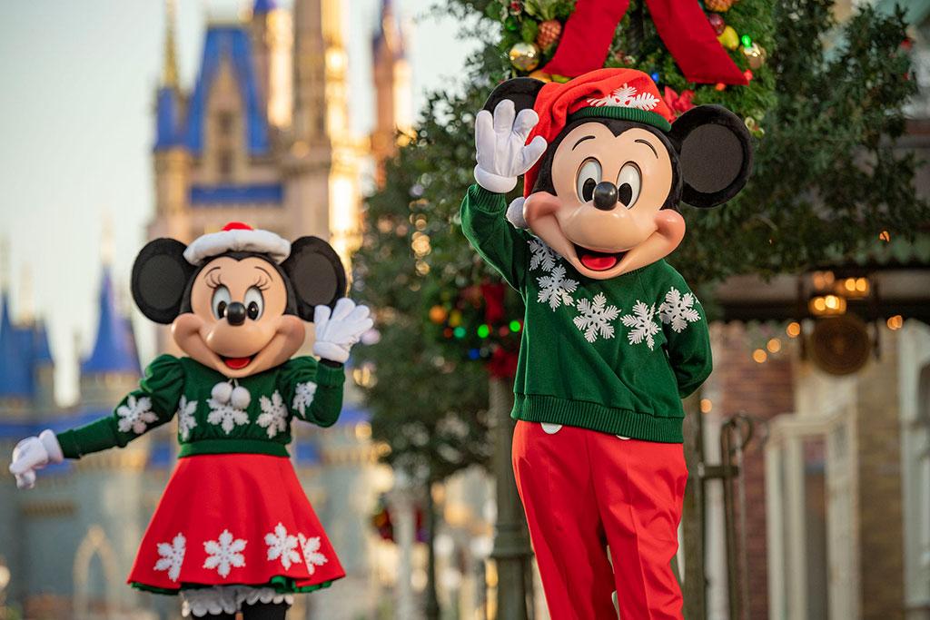 Mickey & Minnie Christmas Wave