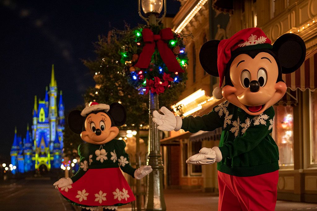 Mickey & Minnie on Christmas Main Street